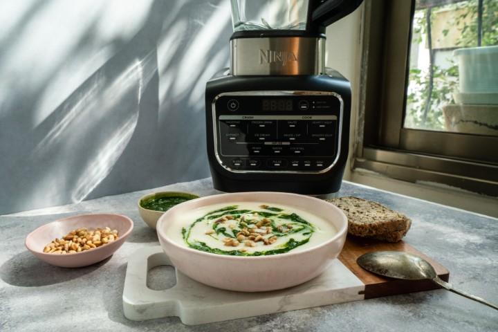 מרק כרובית מוקרם נינג'ה (צילום: הדר ברדה)