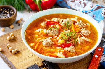 ארוחה שלמה בסיר אחד – מרק ירקות עם קציצות הודו