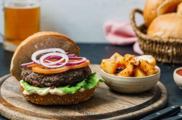 הארוחה הכי כיפית שיש: המבורגר ופוטטו