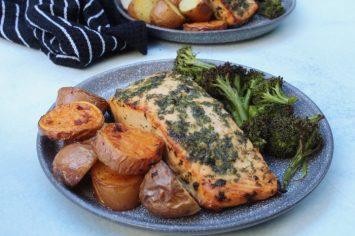 פילה סלמון בתנור וירקות - ארוחה בתבנית אחת
