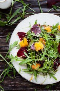 סלט סלק תפוזים ואגוזים. צילום: שאטרסטוק