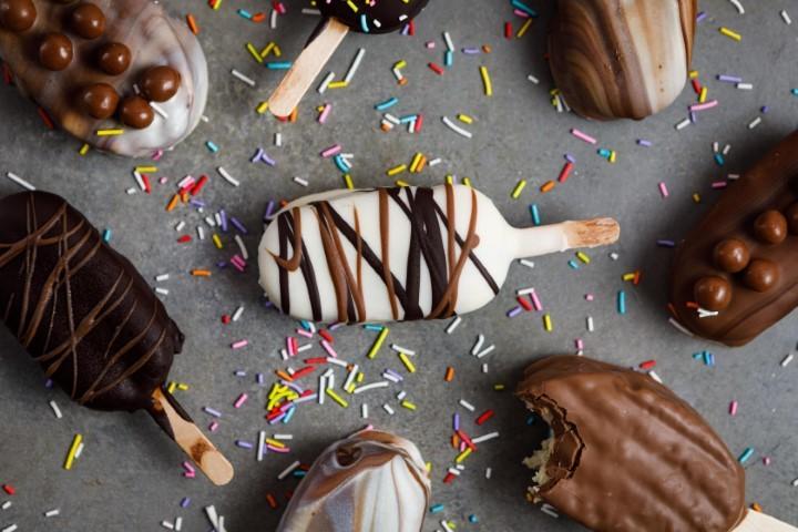 ארטיק חורף: עוגות שיש אישיות בציפוי קריספי. צילום: שניר גואטה