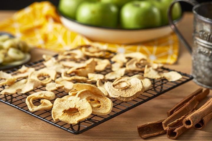 ייבוש תפוחים (צילום: אפיק גבאי)