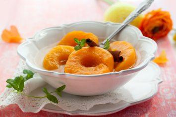 קומפוט אפרסקים ומיץ חמוציות