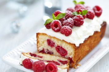 עוגת שמנת ופירות יער אפויה בתנור