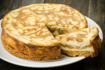 עוגת ריקוטה וחלבה עם בסיס לוטוס