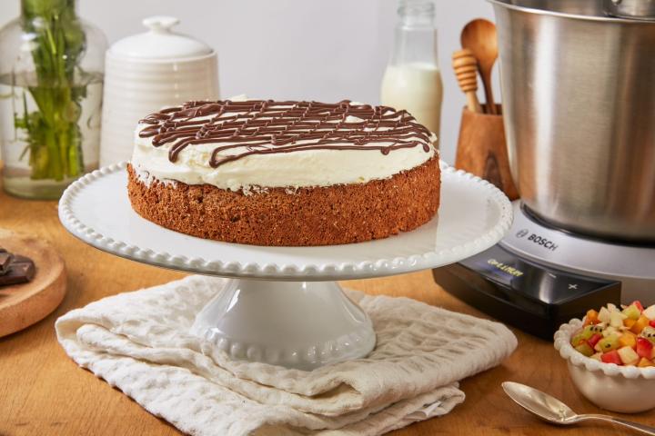 עוגת שוקולד וקצפת ללא גלוטן. צילום: שניר גוואטה