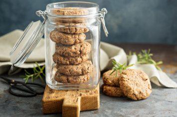 עוגיות בריאות טבעוניות ו… הטחינה והסילאן כבר הבפנים!