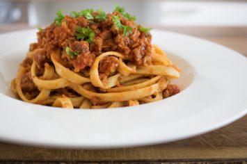 ספגטי בולונז טבעוני מפנק ביותר ולא מתפשר על הטעם