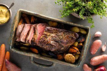 צלוי איך מסתכלים על זה: רוסטביף בתנור עם עשבי תיבול וירקות שורש