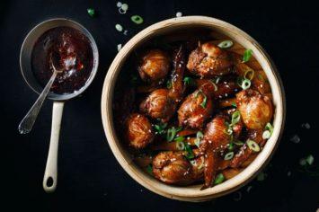 פעם חכם סיני אמר ש: כנפי עוף ממולאות מעושנות בעשן תבלינים סיניים