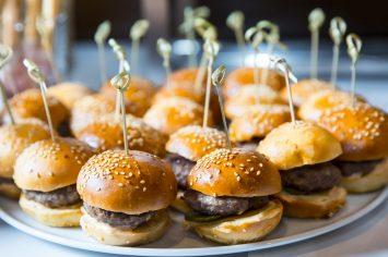 פותחים מסעדה בבית עם מיני המבורגרים משגעים לילדים