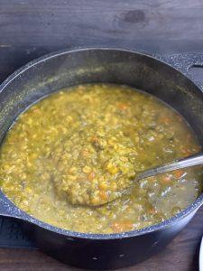 מבשלים עד שהעדשים התרככו לגמרי. צילום: נטע לויה