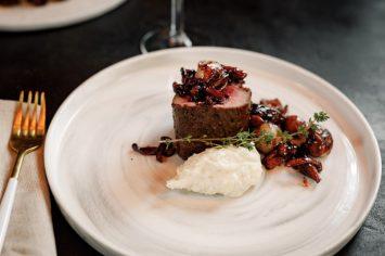 אם אי אפשר ללכת למסעדה, המסעדה תבוא אליכם: פילה בקר ופטריות