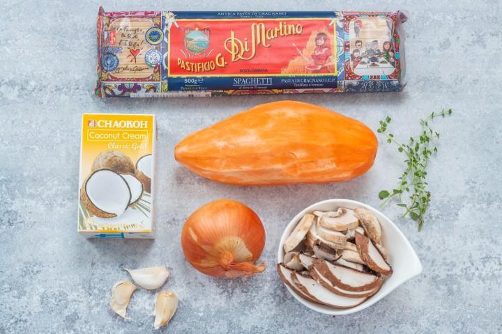 אוספים את המרכיבים לפני הבישול. צילום: אולגה טושכר