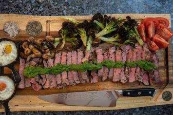 ארוחה שלמה במכשיר אחד - סטייק אנטריקוט וירקות בגריל