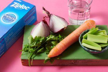 שניים במתכון אחד: מרק עוף קלאסי שהוא גם ציר למגוון תבשילים!