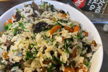 ארוחה שלמה: אורז הפתעות מושלם לצד דגים במחבת