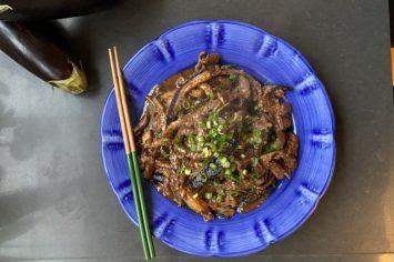 מתגעגעים למסעדה סינית? במיוחד בשבילכם בקר וחצילים בקרמל מיסו