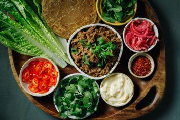 לאכול בקצב: ארוחת פולד ביף בסגנון קובני