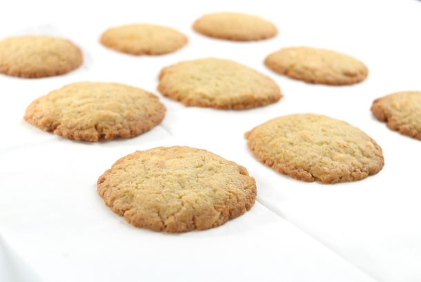 מוציאים את העוגיות מהתנור ונותנים להן להצטנן. צילום: אייל רווח