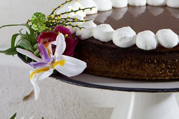 שילוב מושלם: עוגת גבינה אפויה בציפוי קרמל מלוח