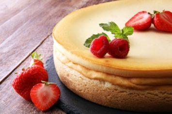 כל הסודות ומתכון מושלם לעוגת גבינה אפויה שלא צונחת!