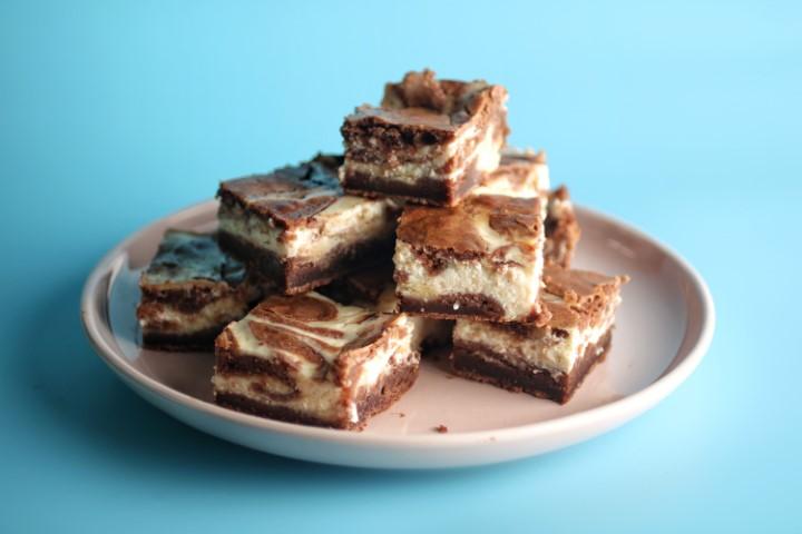 בראוניז שוקולד גבינה. צילום: אייל רווח