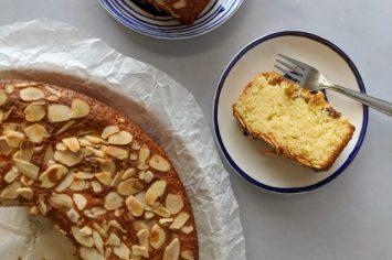 ביס של שלווה בחג: עוגת יוגורט וצימוקים