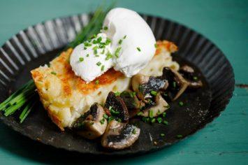 שדרוג הורים  - מק אנד צ'יז עם פטריות וביצה עלומה