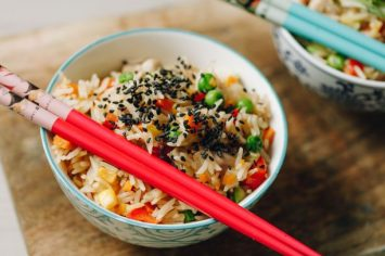 מה עושים עם האורז שנשאר במקרר? אורז מטוגן עם פרגיות!
