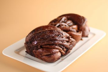 אוהבים שוקולד? עוגת שמרים דאבל שוקולד שוקולדית בטירוף