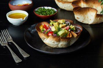 אוכלים גם את הצלחת! קערות טורטייה במילוי סלט