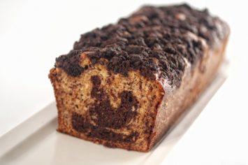 בחושה ונהדרת: עוגת שיש בננה-שוקולד וקרמבל קקאו
