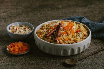 האורז הכי חגיגי: אורז בריאני עם פיצוחים, פירות יבשים ותבלינים