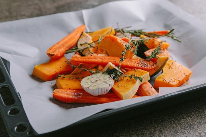 ירקות כתומים מקורמלים. צילום: טל סיון-ציפורין