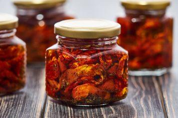 ככה עושים את זה - כשהחיים נותנים לכם עגבניות הכינו עגבניות מיובשות!