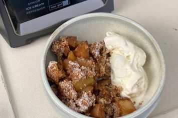 דניאל עמית ממהרת ומכינה קראמבל תפוחים הכי קל בארץ!