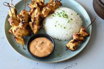 ארוחה לוהטת - שיפודי סאטה בוטנים עם אורז לבן