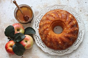 העוגה המושלמת לראש השנה - עוגת דבש ותפוחים קלה ומהירה