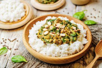 מושלם על אורז! תבשיל קארי בטעם במבה עם עדשים וחמאת בוטנים