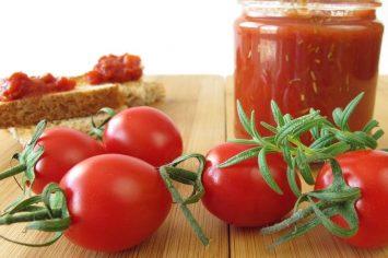 עגבניות, לא רק בסלט: ריבת עגבניות שרי ורוזמרין