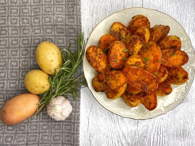 תפוחי אדמה אפויים. צילום: עדן טל