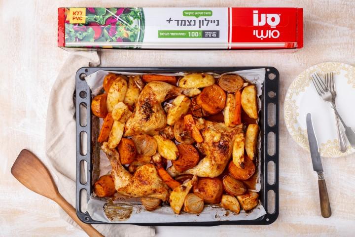 עוף עם ירקות שורש בתנור. צילום: שני הלוי