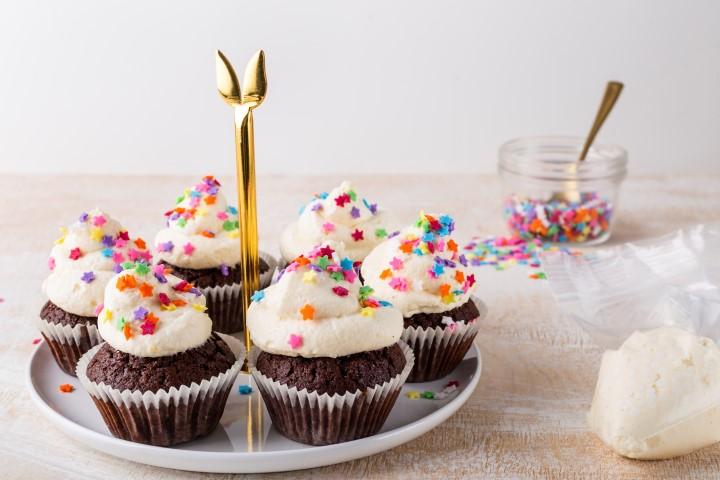 קאפקייקס שוקולד עם קרם קצפת. צילום שני הלוי