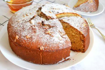 המלכה של החג והמלך של האגוזים: עוגת טורט דבש ואגוזי מלך