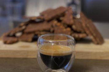 חטיפי שוקולד קפה ואגוזים מ-4 מצרכים ומבלי להפעיל תנור