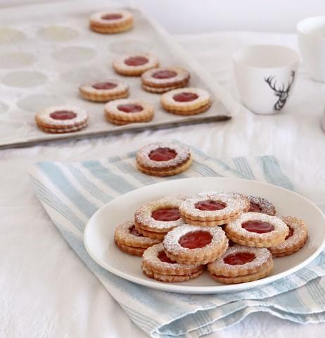 עוגיות פרח ריבה מופחתות סוכר. צילום: נטלי לוין