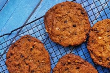 טבעוניות ומתפצחות: עוגיות בוטנים, בננה ושוקולד