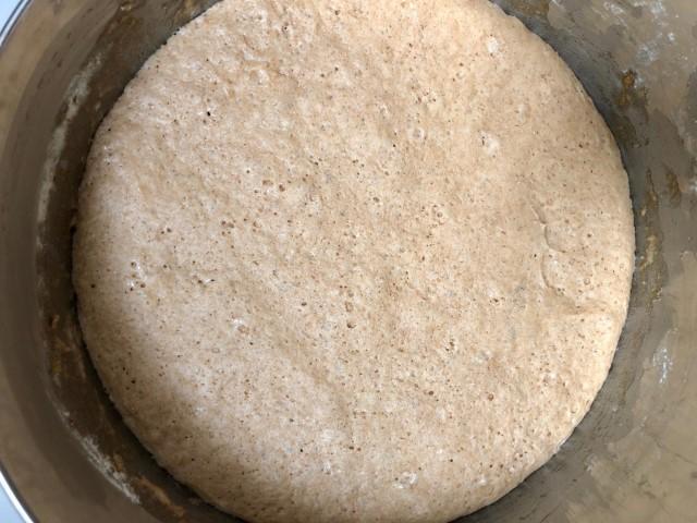 מתפחים את הבצק במשך חצי שעה. צילום: הילה סער